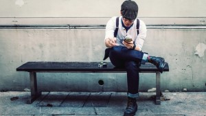 20150403183417-millenial-sitting-break-phone-iphone-apps-rest-lunch-tech